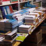 Nix mit romantischem Bücherlesen – das Schulbuchgeschäft wartet!